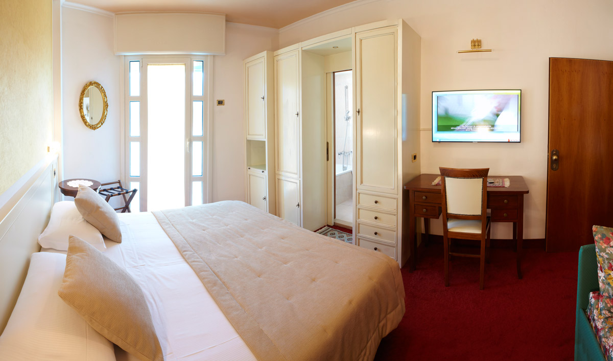 The double room superior Termini beach hotel has side sea view and a third bed.