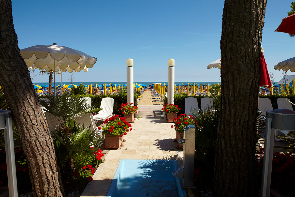 Access to the beach termini beach hotel in jesolo