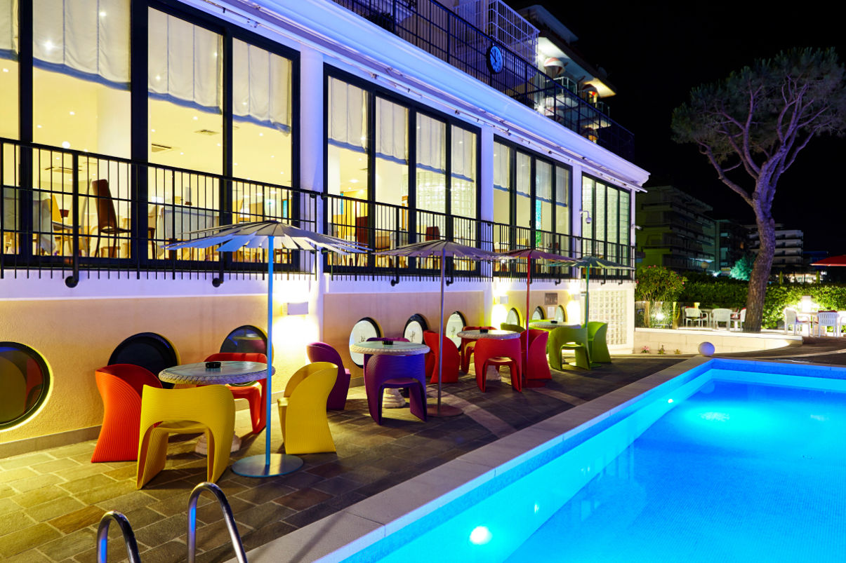 The pool bar by night - Termini beach hotel Jesolo